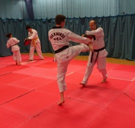 senior belt kicking the pad